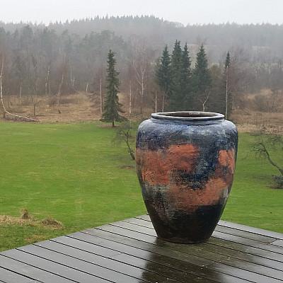 Træbrændt stentøjskrukke Ø70 x H86 cm